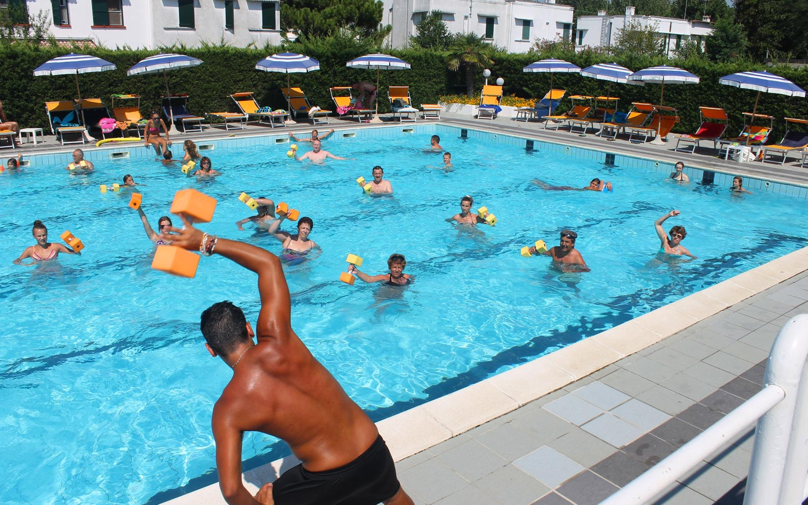 01-Fitness-on-pool---aquagym