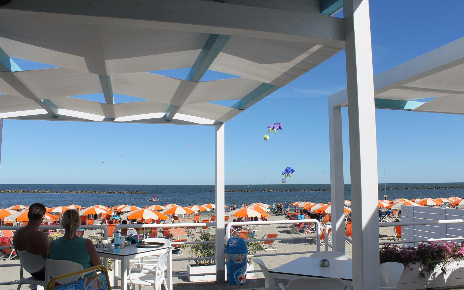 02-Seafront-beach-bar