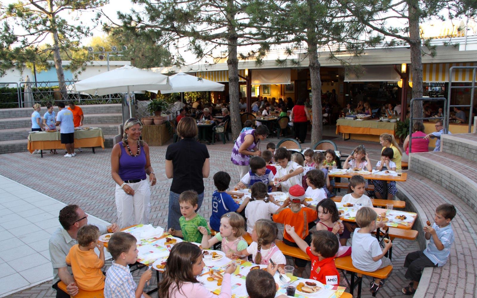 04-Restaurant-for-family-holidays