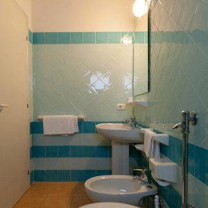 06-Badezimmer-Room