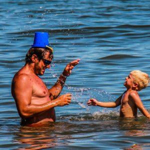 08 Spiaggia-bambino-papa-Comacchio