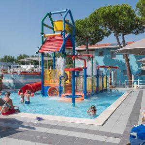 08-zwembaden-vakantiedorp-Comacchio