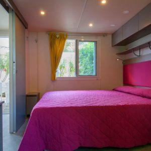 09-Schafzimmer-mit-Doppelbett-Chalet